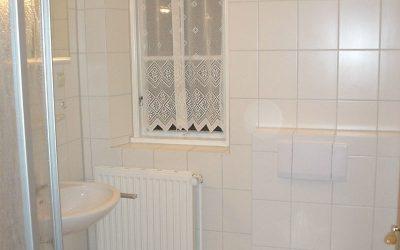 Een van de 3 badkamers met douche
